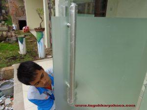 pintu kaca tempered