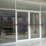 Kusen Pintu Aluminium dan Kaca Holis Bandung