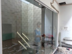 Pintu kaca tempered sliding