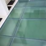 lantai kaca tempered